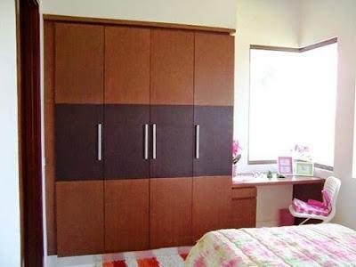 model lemari pakaian minimalis 3 pintu dari kayu modern